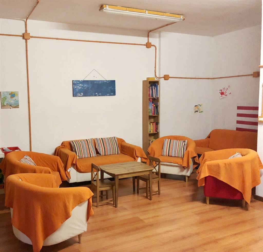 CAREGGI, FIRENZE, Shop for rent of 50 Sq. mt., Excellent Condition, Heating Non-existent, Energetic class: G, Epi: 978,11 kwh/m3 year, placed at