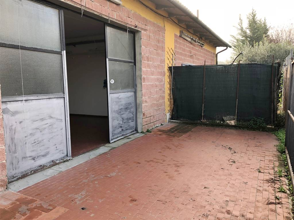 BADIA A SETTIMO, SCANDICCI, Laboratory for rent of 130 Sq. mt., Excellent Condition, Heating Non-existent, Energetic class: G, Epi: 894,5 kwh/m3 year,