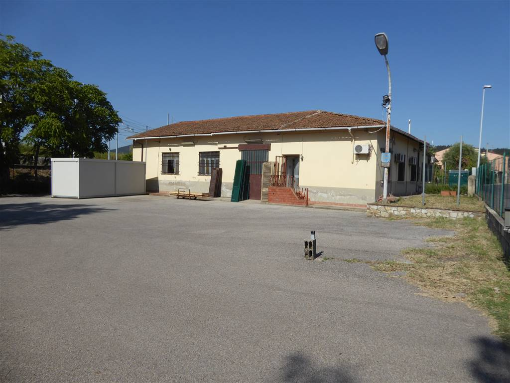 FIRENZE NOVA, FIRENZE, Industrial warehouse for rent of 210 Sq. mt., Good condition, Heating Individual heating system, Energetic class: G, Epi: 556,
