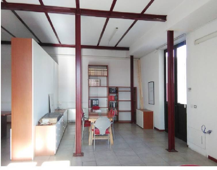 CAREGGI, FIRENZE, Laboratory for rent of 210 Sq. mt., Excellent Condition, Heating Individual heating system, Energetic class: G, Epi: 234,5 kwh/m3