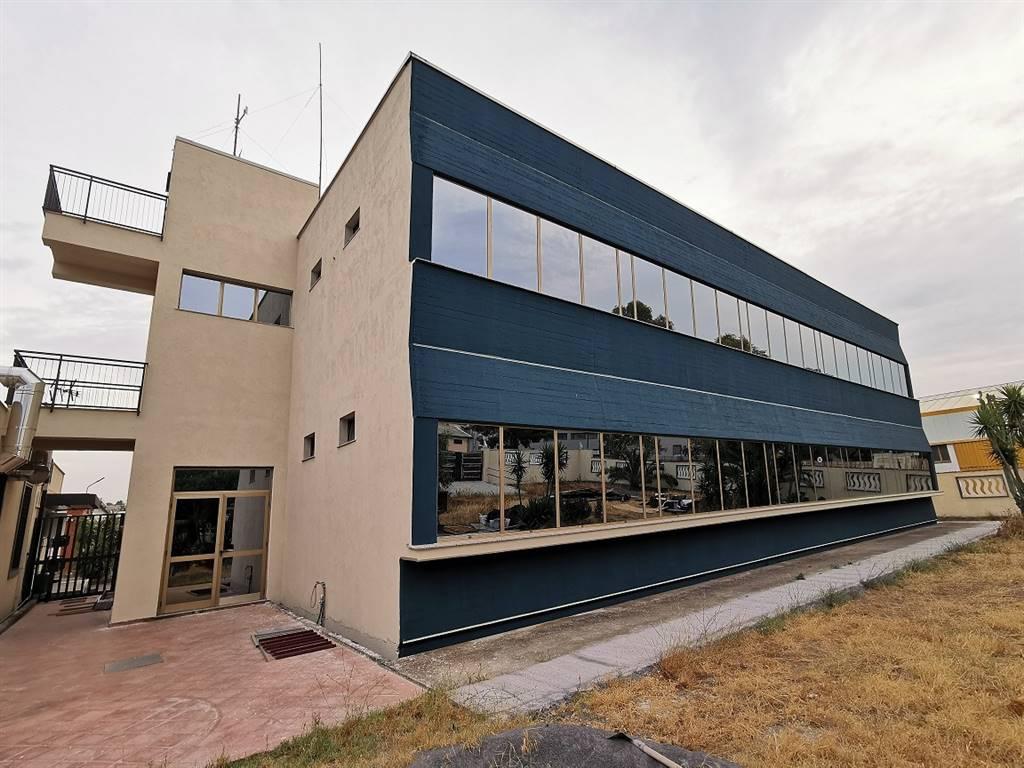 Ufficio / Studio in affitto a Belpasso, 10 locali, zona Località: PIANO TAVOLA, prezzo € 4.200 | CambioCasa.it