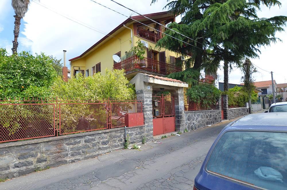 Trilocale in Via Dei Villini 8, Mascalucia