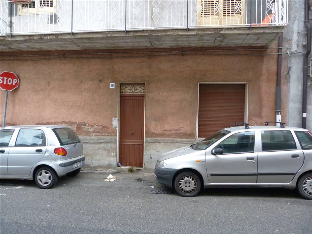 Trilocale, Trappeto, San Giovanni La Punta, da ristrutturare