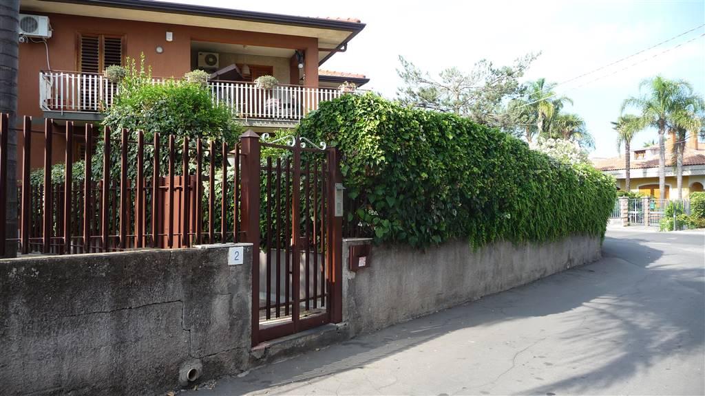 Trilocale in Via Giovanni Giolitti 2, Aci Sant'antonio