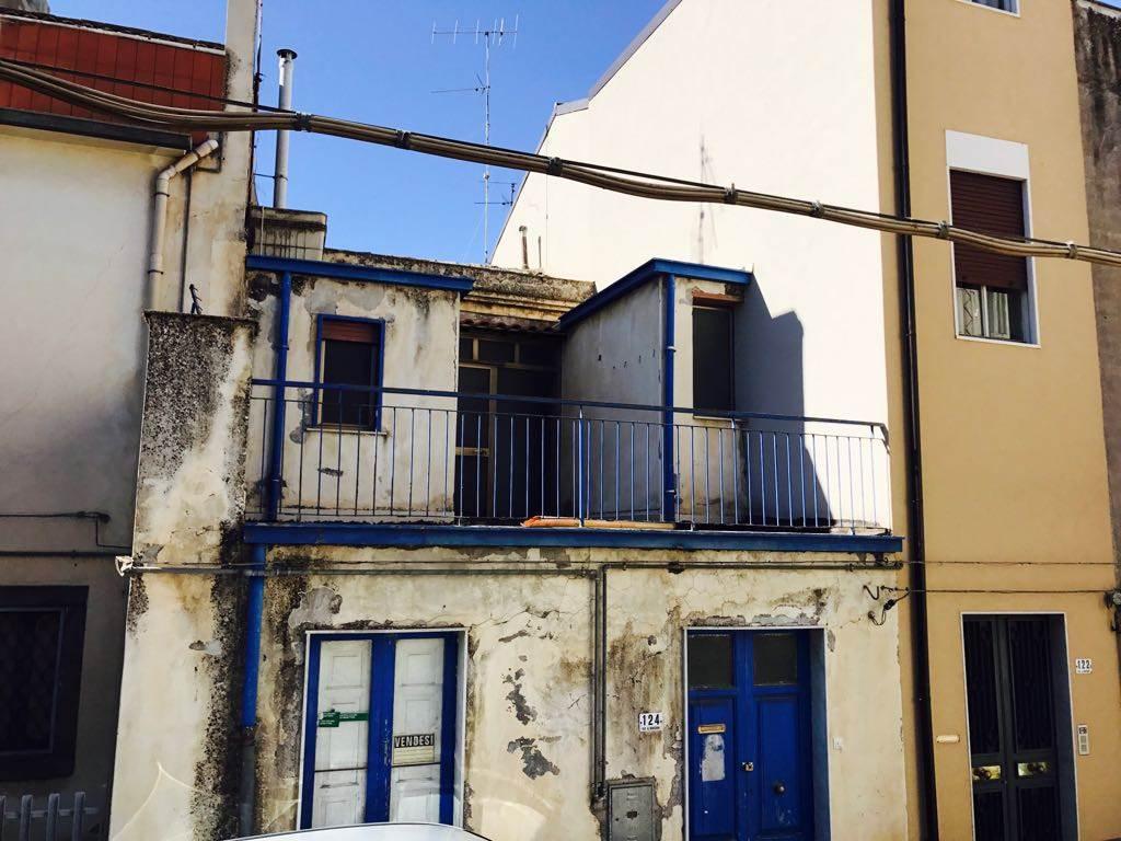 Casa singola, Randazzo, da ristrutturare