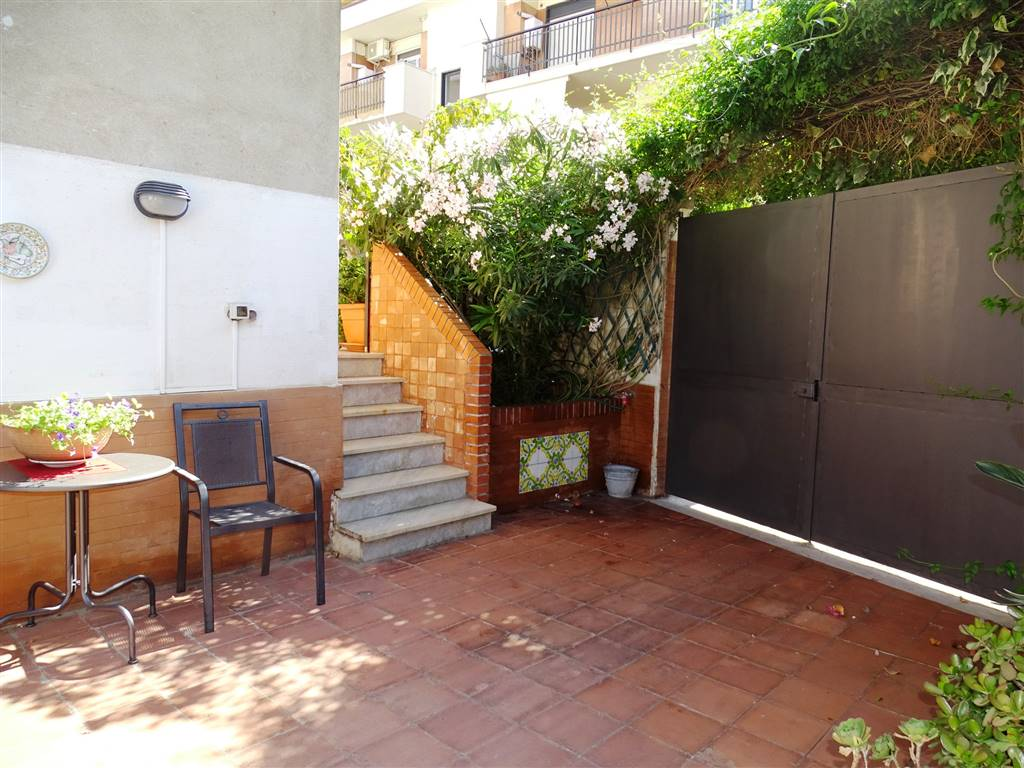terrazzo con doppio ingresso