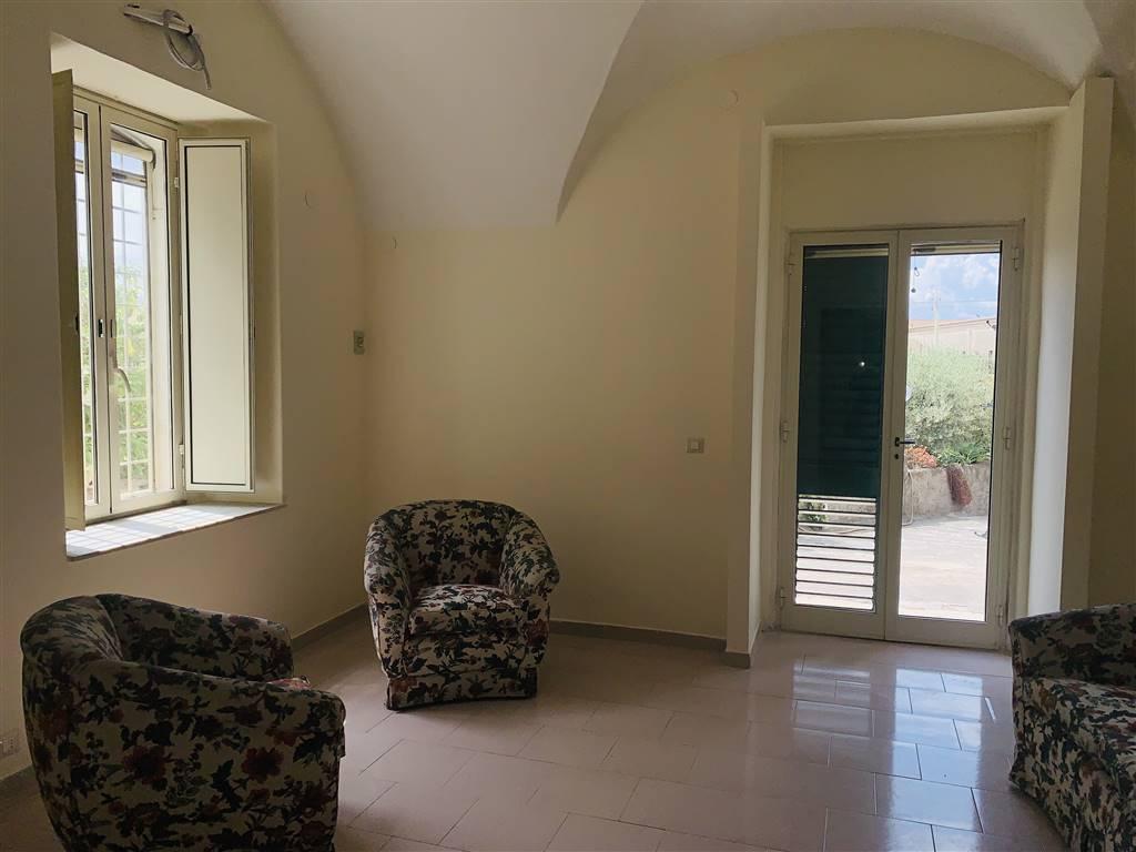 Appartamento indipendente in affitto a catania zona for Monovano arredato affitto catania