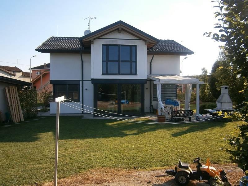 Villa, Izano, in ottime condizioni