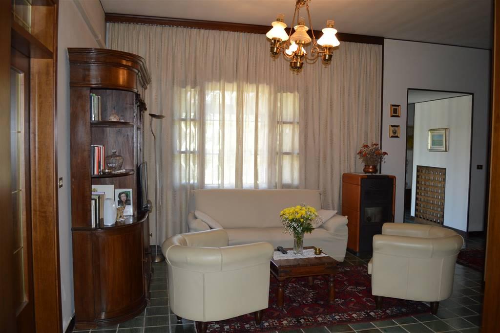 Villa in vendita a Tribano, 6 locali, prezzo € 225.000 | CambioCasa.it
