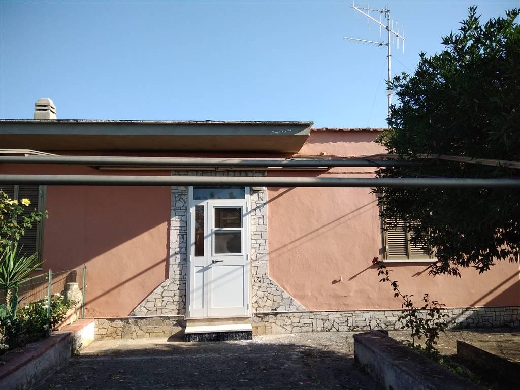 Appartamento in vendita a Sermoneta, 4 locali, zona Località: SERMONETA SCALO, prezzo € 95.000 | CambioCasa.it