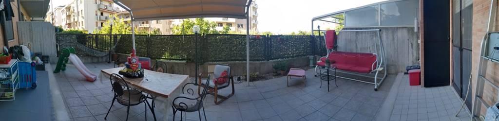 Foto terrazzo con giardino