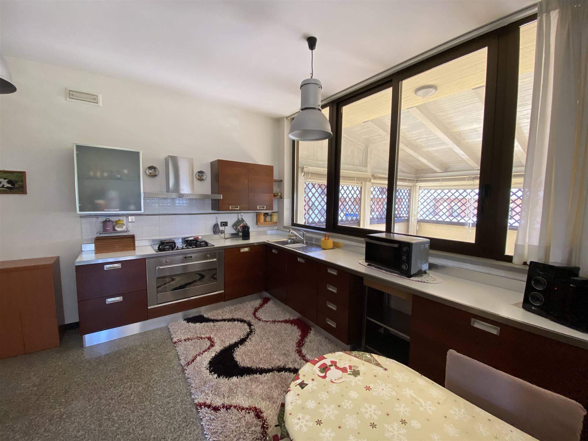 Foto cucina con  soggiorno