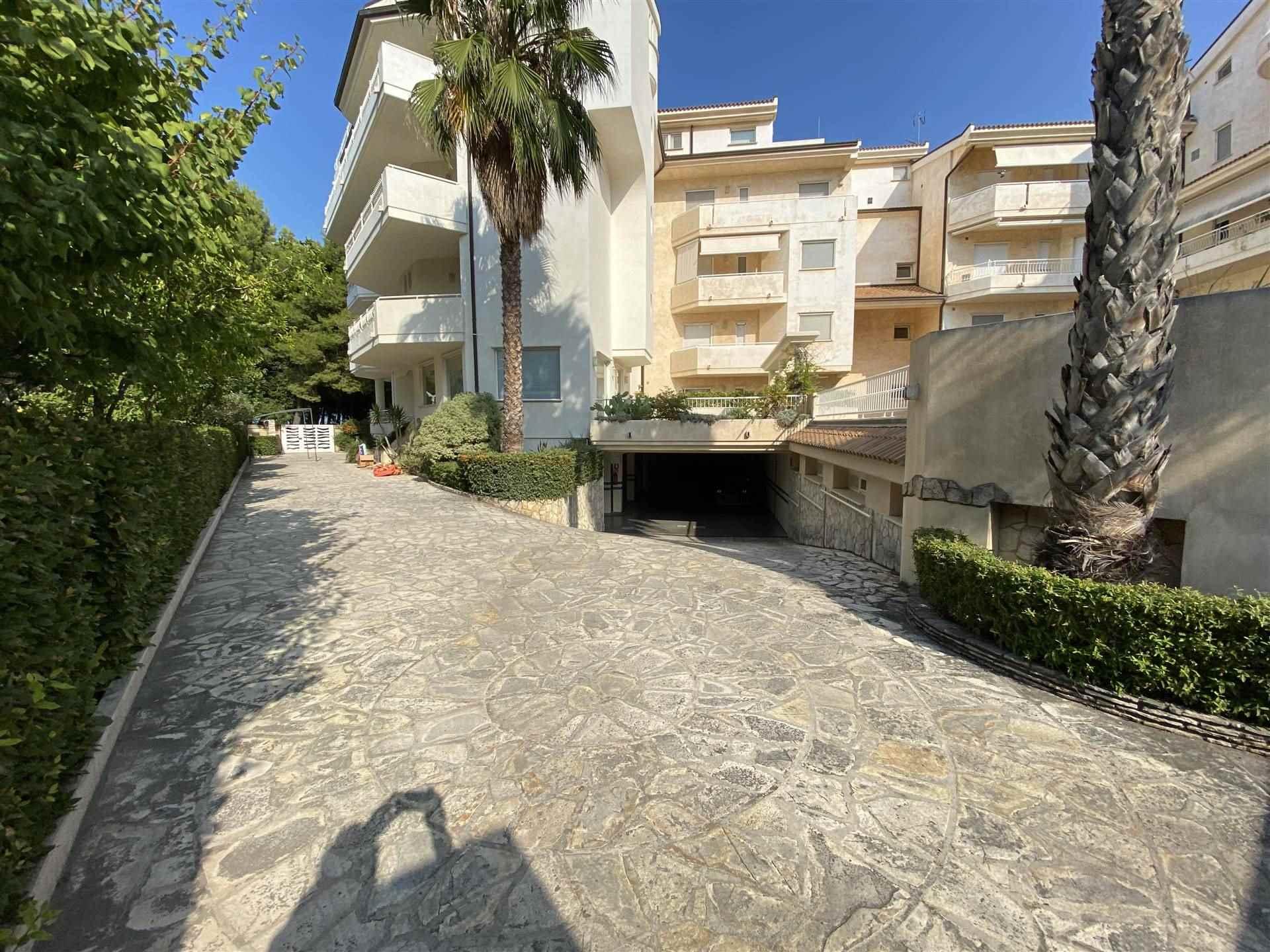 Appartamento in affitto a Vasto, 2 locali, zona Zona: Vasto Marina, prezzo € 900 | CambioCasa.it