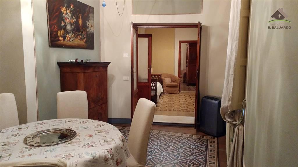 Appartamento in affitto a Lucca, 3 locali, zona Zona: Centro storico, prezzo € 800 | CambioCasa.it