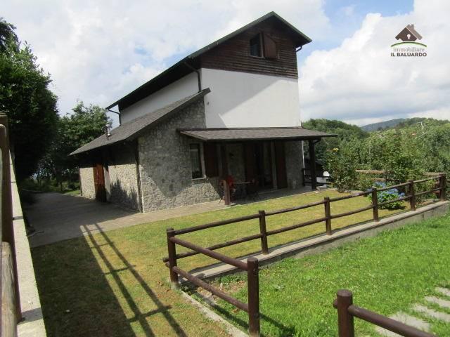 Villa Bifamiliare in vendita a Careggine, 5 locali, zona Zona: Capanne di Careggine, prezzo € 140.000 | CambioCasa.it