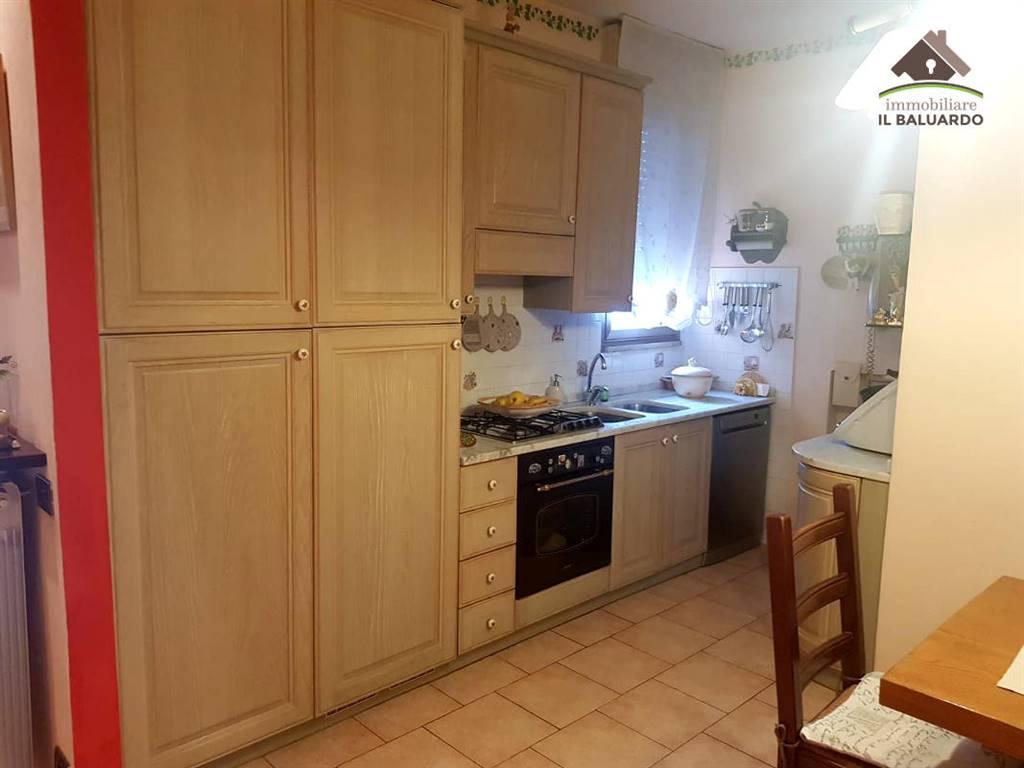 Appartamento in vendita a Porcari, 4 locali, zona Località: PORCARI RUGHI, prezzo € 114.000 | PortaleAgenzieImmobiliari.it