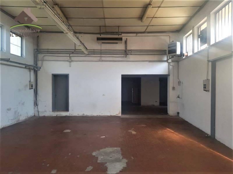 Laboratorio in affitto a Porcari, 3 locali, zona Località: PORCARI FRATINA, prezzo € 750 | PortaleAgenzieImmobiliari.it