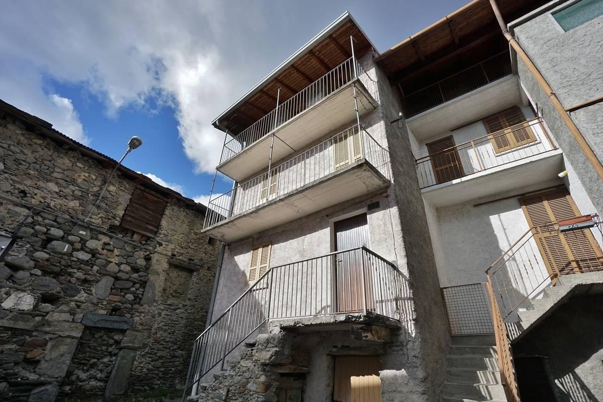Rustico / Casale in vendita a Civo, 4 locali, zona Località: CIVO CENTRO, prezzo € 49.000 | CambioCasa.it