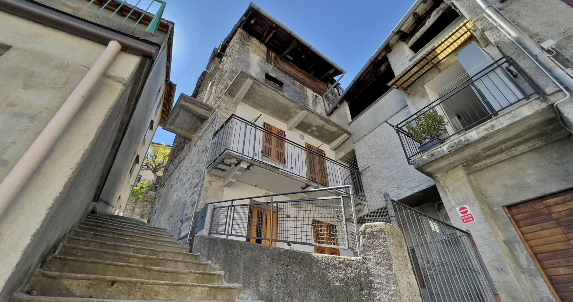 Rustico / Casale in vendita a Rasura, 7 locali, prezzo € 69.000 | CambioCasa.it