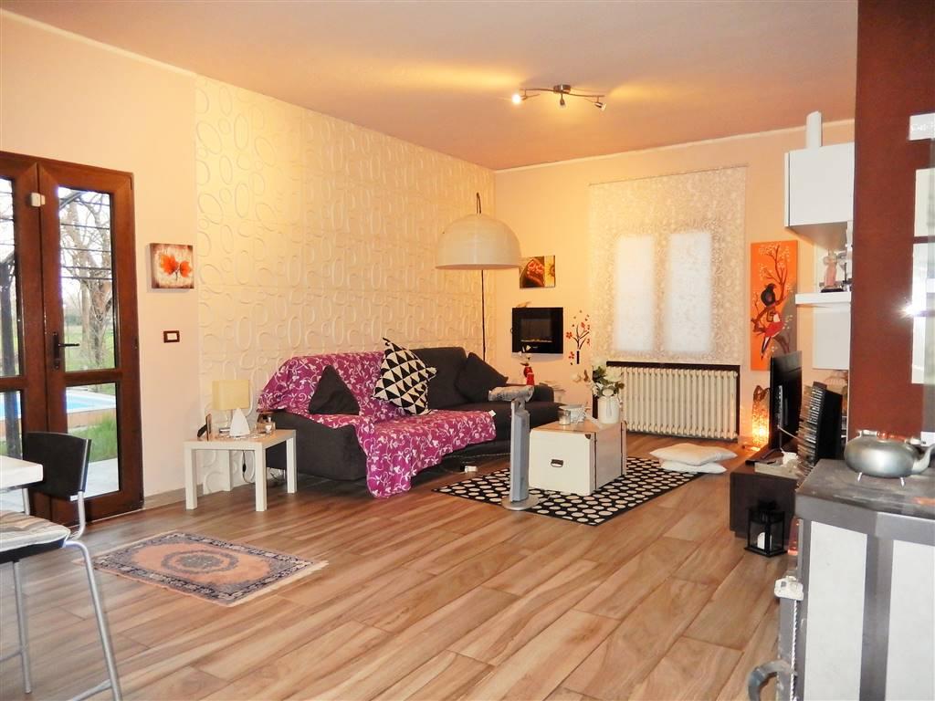 Appartamento in vendita a Roncoferraro, 3 locali, zona Zona: Governolo, prezzo € 118.000 | CambioCasa.it