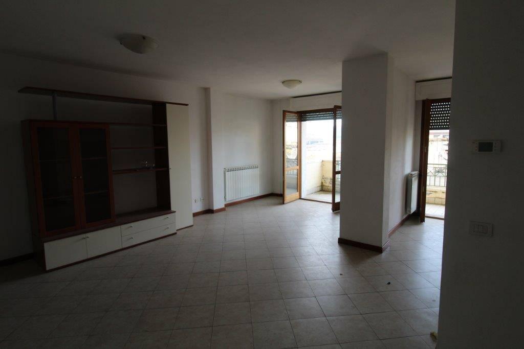Appartamento in vendita a Aulla, 4 locali, prezzo € 138.000 | CambioCasa.it