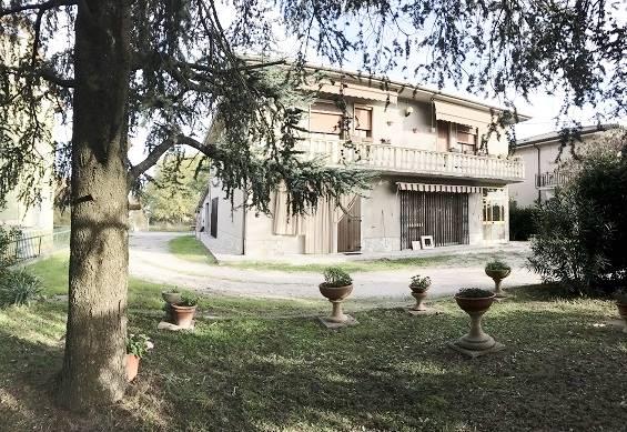 Villa in vendita a Serravalle a Po, 10 locali, zona Zona: Libiola, prezzo € 130.000   CambioCasa.it