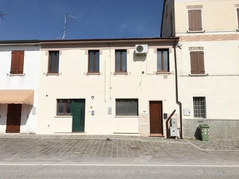 Appartamento in vendita a Castelbelforte, 3 locali, prezzo € 39.500 | CambioCasa.it