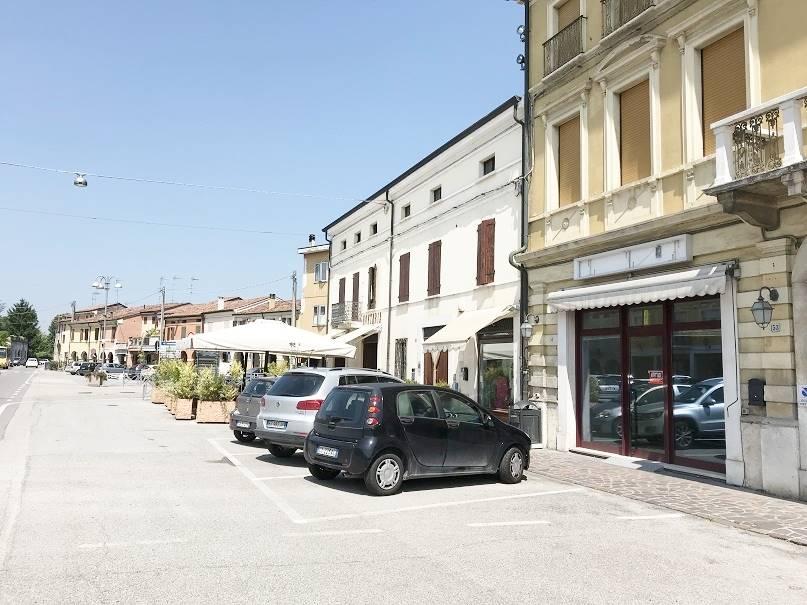 Attività / Licenza in affitto a Castel d'Ario, 9999 locali, zona Zona: Centro Urbano, prezzo € 650 | CambioCasa.it