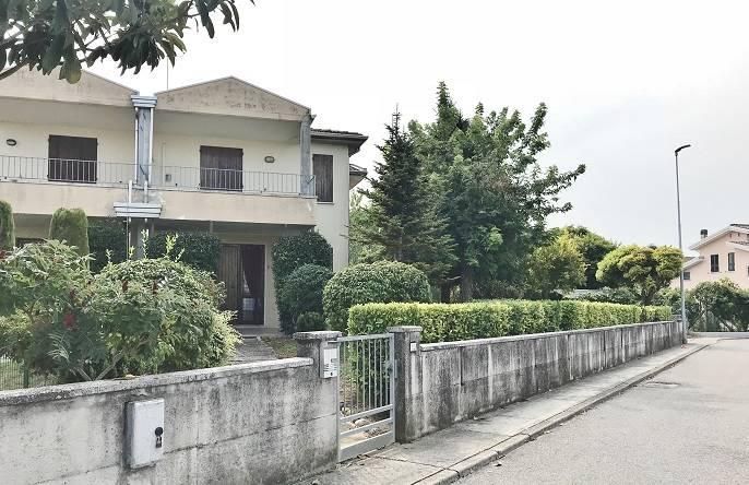 Villa a Schiera in vendita a Bigarello, 5 locali, zona Zona: Gazzo, prezzo € 110.000 | CambioCasa.it