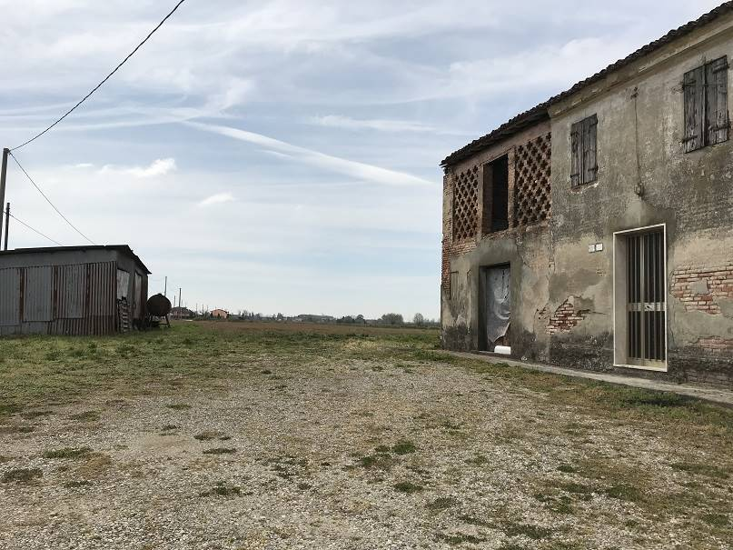 Rustico / Casale in vendita a Villimpenta, 8 locali, prezzo € 60.000   CambioCasa.it
