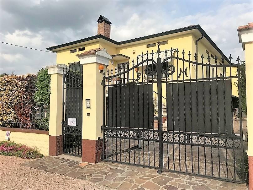 Villa in vendita a Castelbelforte, 7 locali, prezzo € 180.000 | CambioCasa.it