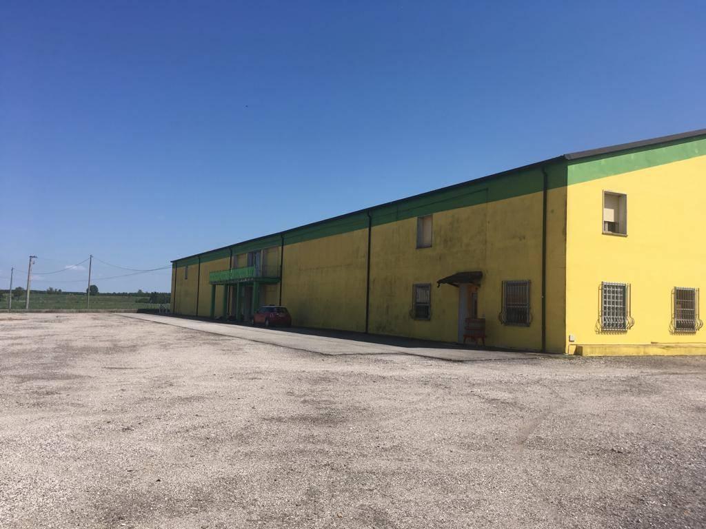 Negozio / Locale in vendita a Serravalle a Po, 10 locali, Trattative riservate | PortaleAgenzieImmobiliari.it