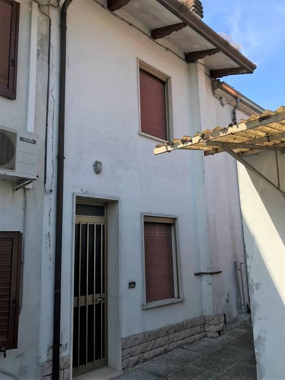 Soluzione Semindipendente in vendita a Serravalle a Po, 4 locali, zona Zona: Libiola, prezzo € 29.000 | CambioCasa.it