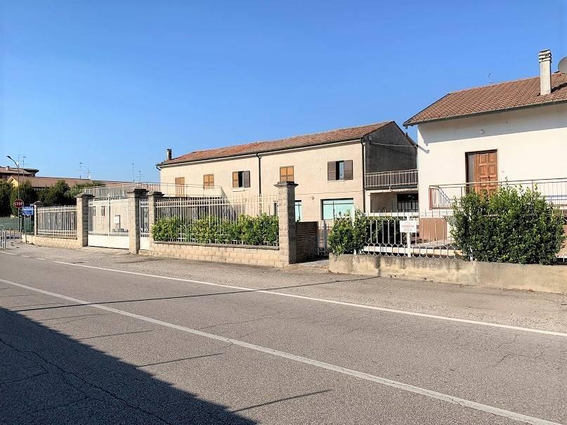 Negozio / Locale in vendita a Castel d'Ario, 12 locali, zona Zona: Centro Urbano, prezzo € 60.000 | CambioCasa.it
