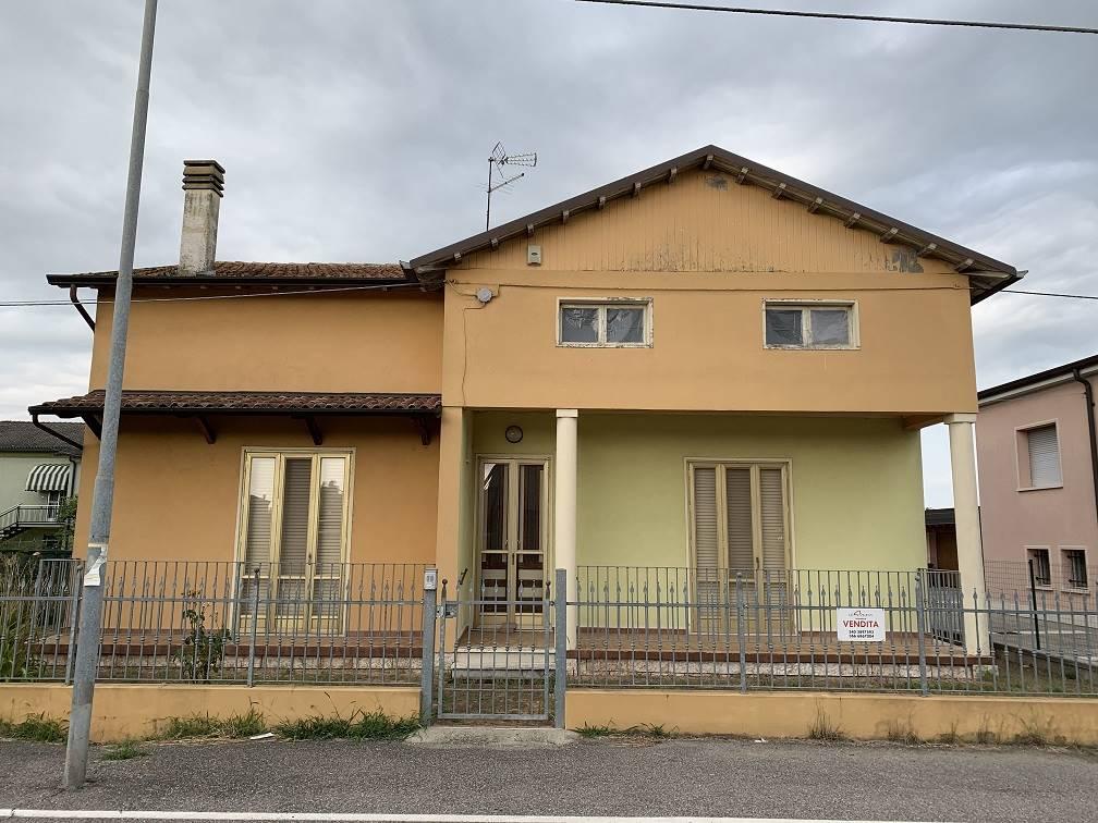 Villa in vendita a Serravalle a Po, 4 locali, zona ola, prezzo € 88.500   PortaleAgenzieImmobiliari.it