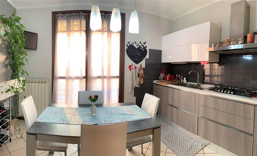 Appartamento in vendita a Castel d'Ario, 5 locali, zona Zona: Centro Urbano, prezzo € 93.000 | CambioCasa.it