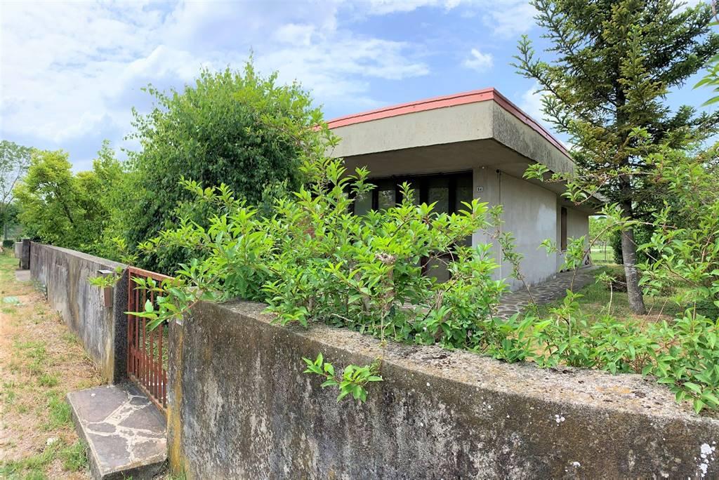 Villa in vendita a Roncoferraro, 4 locali, zona Zona: Barbasso, prezzo € 95.000 | CambioCasa.it