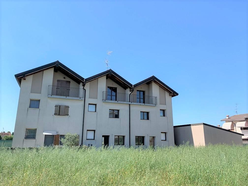 Villa a Schiera in Vendita a Roncoferraro