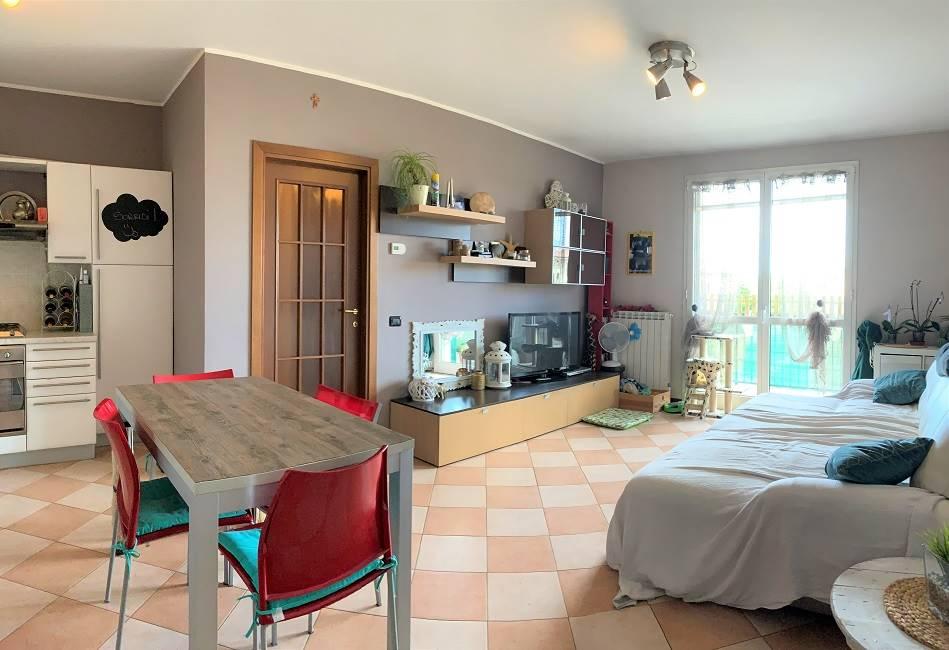 Appartamento in vendita a Castel d'Ario, 3 locali, zona Zona: Centro Urbano, prezzo € 65.000 | CambioCasa.it