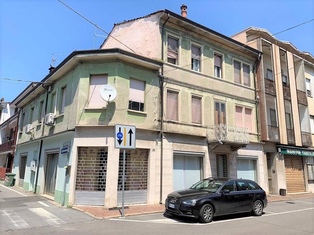 Appartamento in vendita a Ostiglia, 4 locali, prezzo € 35.000 | CambioCasa.it