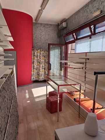 Negozio / Locale in affitto a Castel d'Ario, 3 locali, zona Zona: Centro Urbano, prezzo € 400   CambioCasa.it