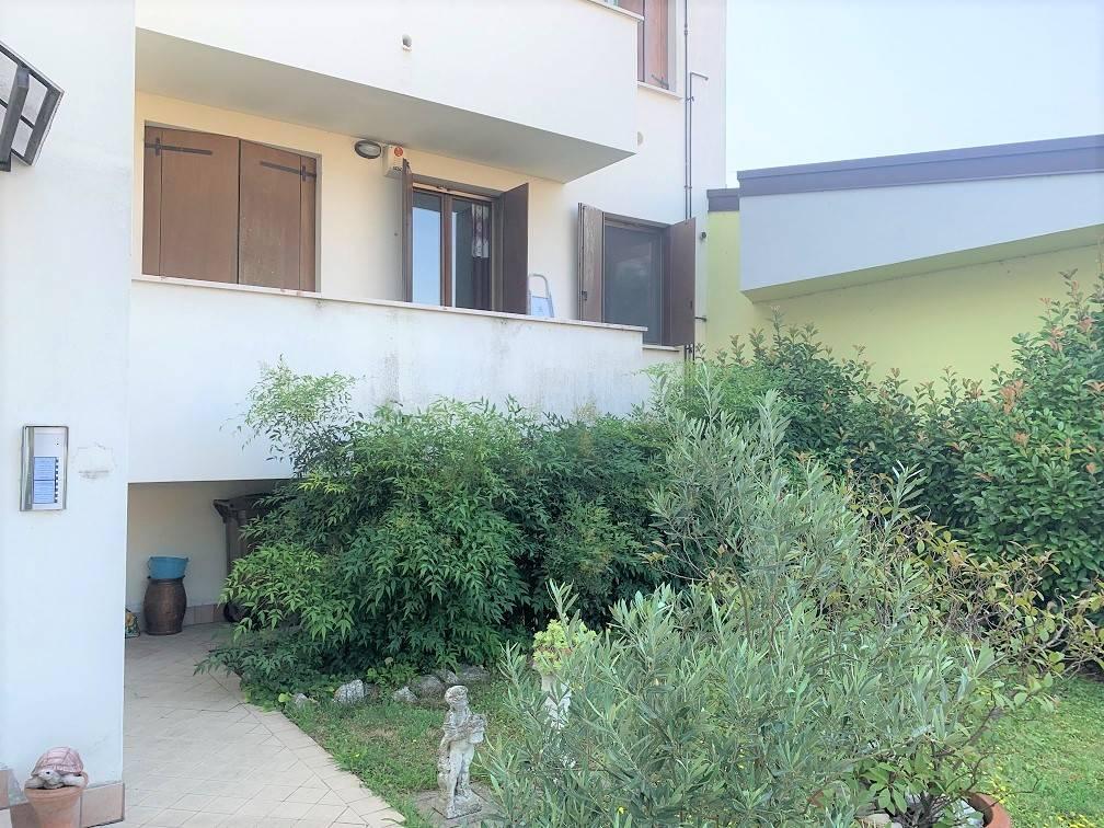 Appartamento in vendita a Castel d'Ario, 4 locali, zona Zona: Centro Urbano, prezzo € 68.000 | CambioCasa.it