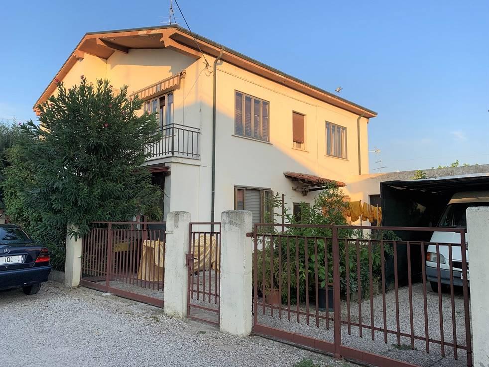 Appartamento in vendita a Castel d'Ario, 7 locali, zona Zona: Centro Urbano, prezzo € 59.000 | CambioCasa.it