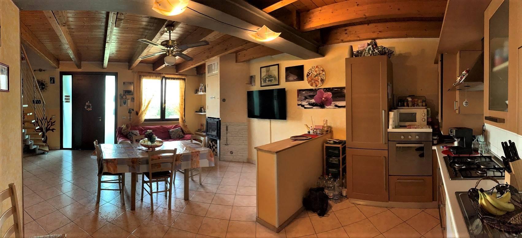 Villa in vendita a Villimpenta, 4 locali, prezzo € 98.000 | CambioCasa.it