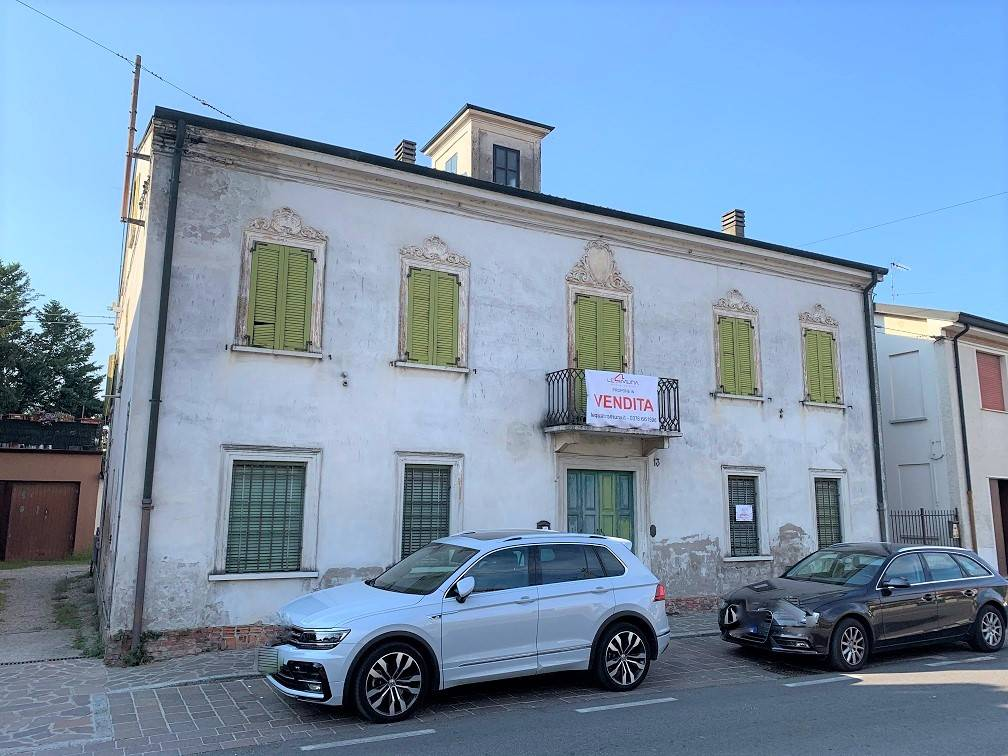 Palazzo / Stabile in vendita a Castelbelforte, 16 locali, prezzo € 95.000 | PortaleAgenzieImmobiliari.it