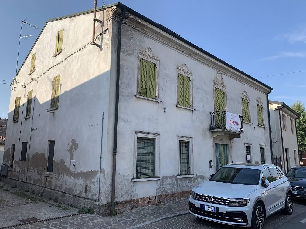 Palazzo / Stabile in vendita a Castelbelforte, 16 locali, prezzo € 75.000   CambioCasa.it