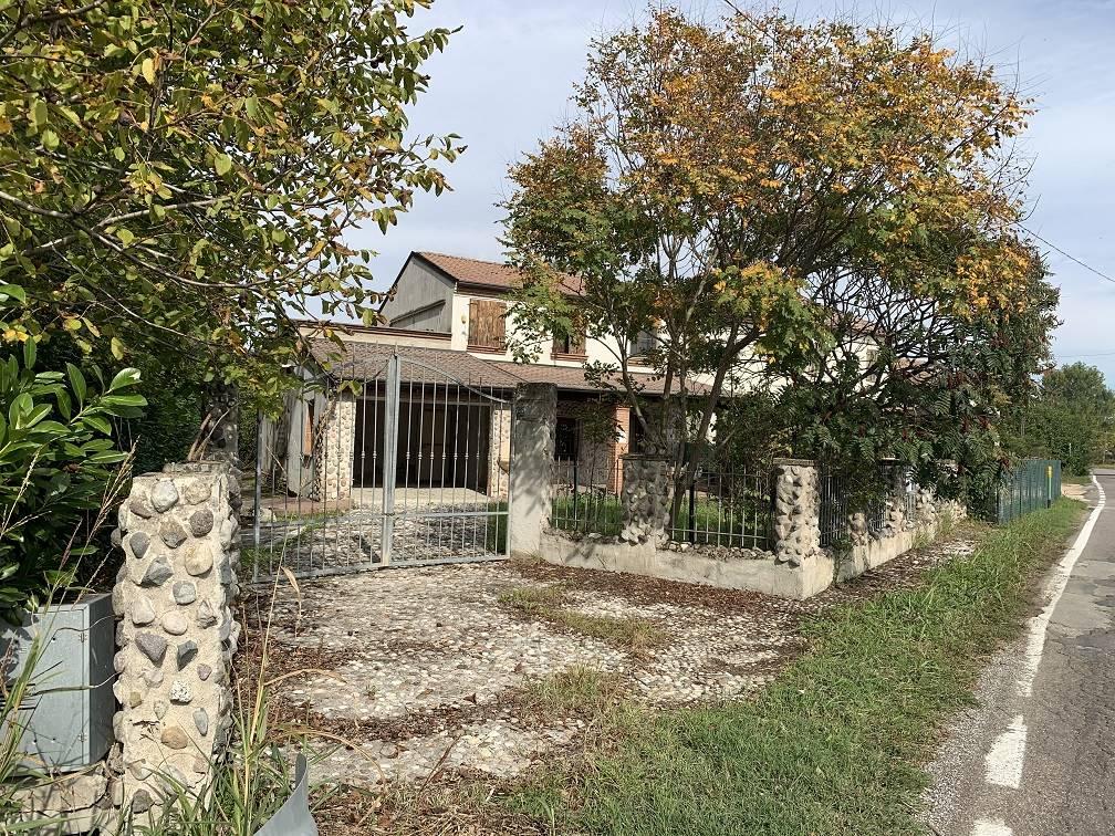Soluzione Semindipendente in vendita a Bigarello, 5 locali, zona Zona: Bazza, prezzo € 130.000   CambioCasa.it