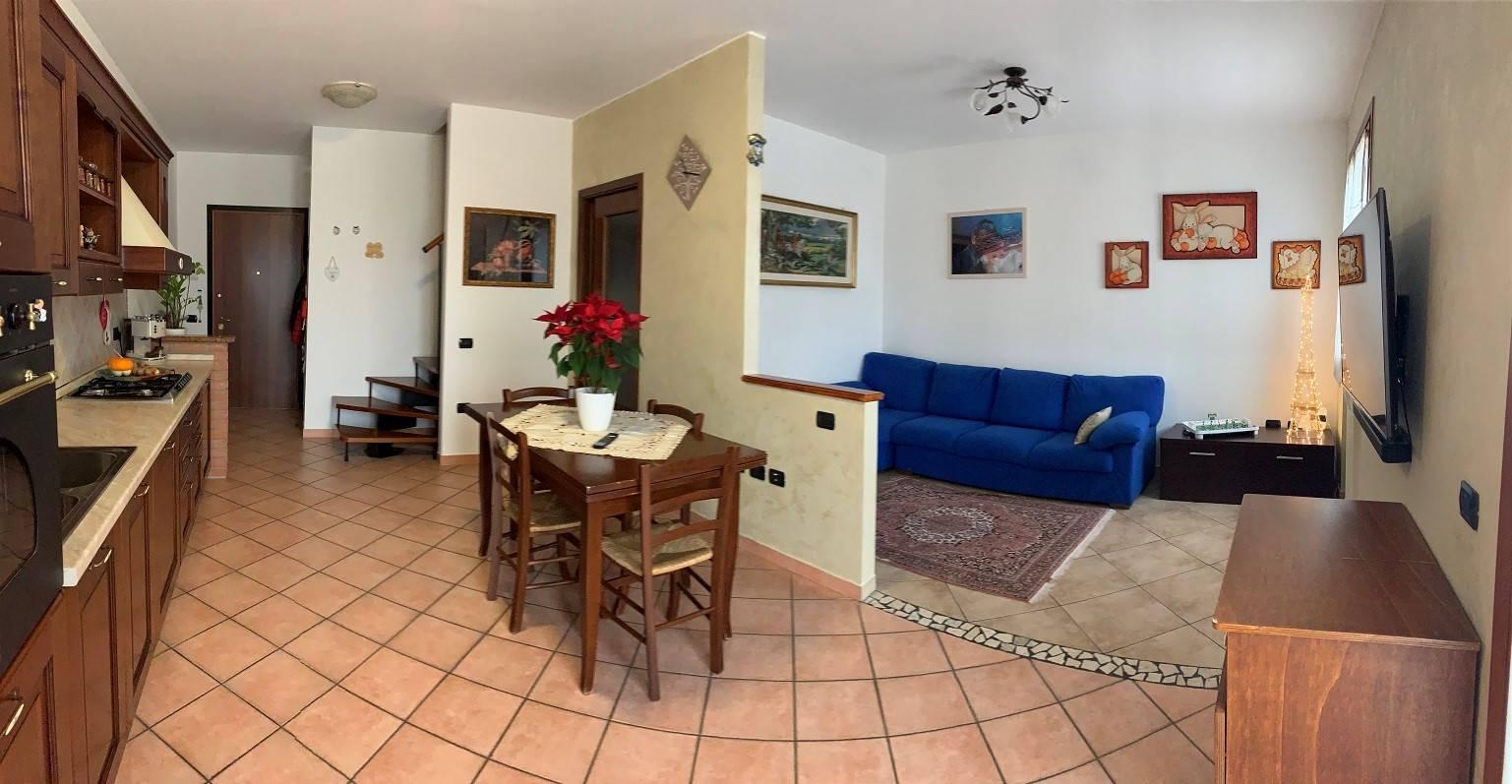 Appartamento in vendita a Castel d'Ario, 4 locali, zona Zona: Centro Urbano, prezzo € 110.000 | CambioCasa.it