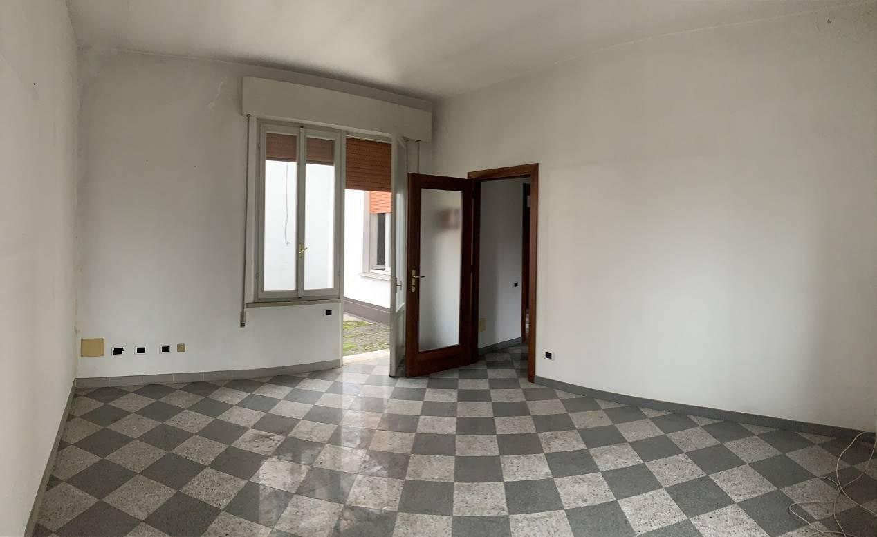 Palazzo / Stabile in vendita a Goito, 8 locali, prezzo € 135.000 | CambioCasa.it