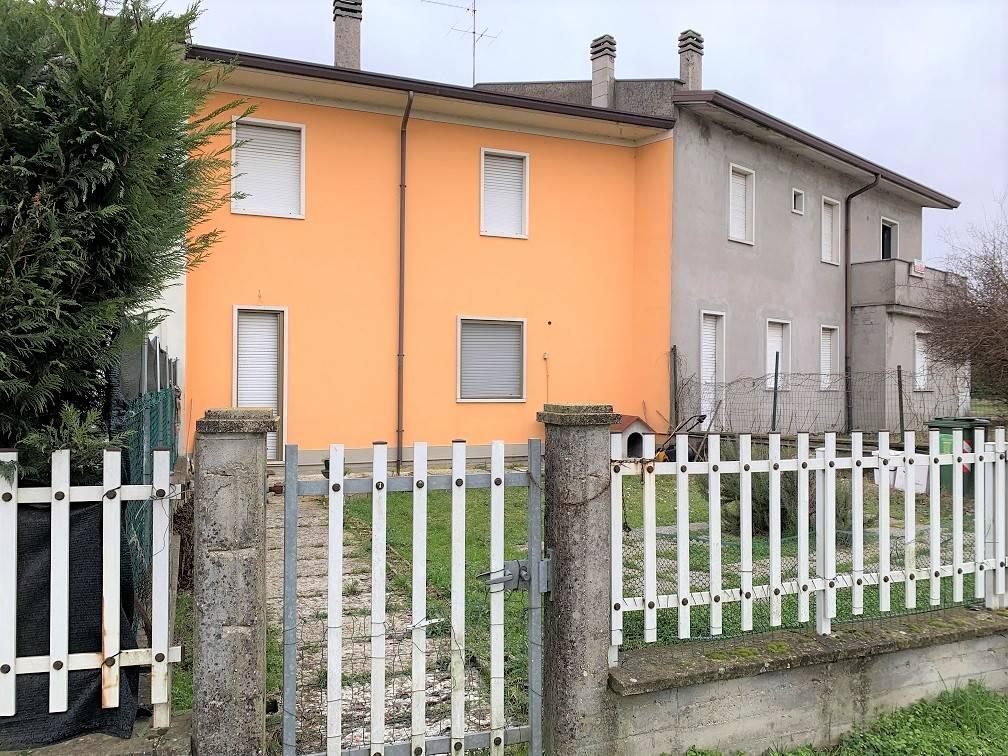Appartamento in vendita a Sustinente, 4 locali, prezzo € 49.000 | CambioCasa.it